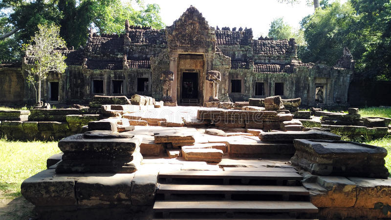 Download Entourage De Temple De Siem Reap Cambodge Image stock - Image du destinations, fille: 76080309