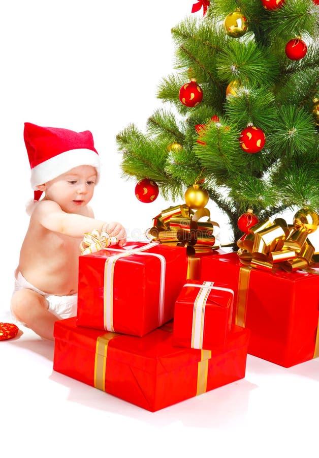 Entpacken der Geschenke lizenzfreie stockfotografie
