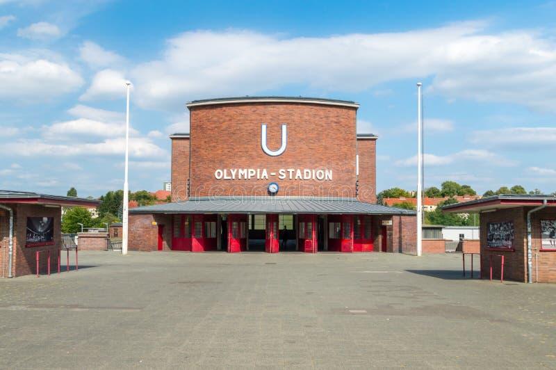 Entrée à la station de métro d'Olympia-Stadion à Berlin photo libre de droits
