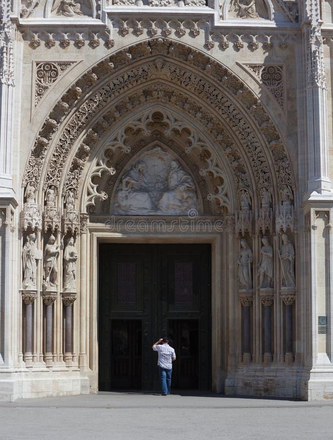 Entrée à la vieille église image libre de droits