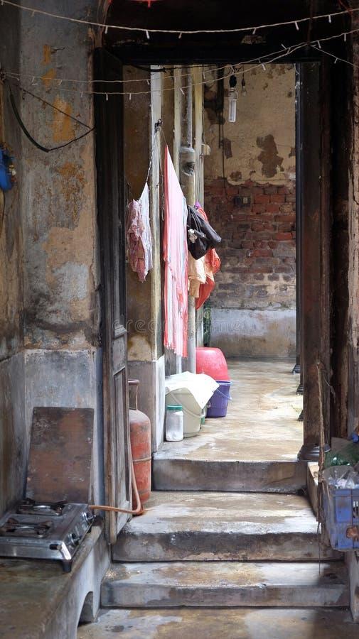 Entrée à la vieille maison indienne dans Kolkata image stock