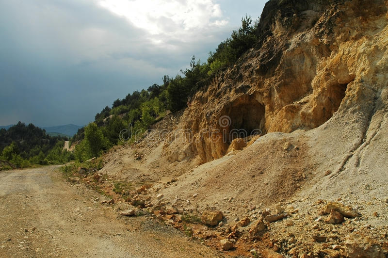 Entrée à une mine d'or, Roumanie image stock