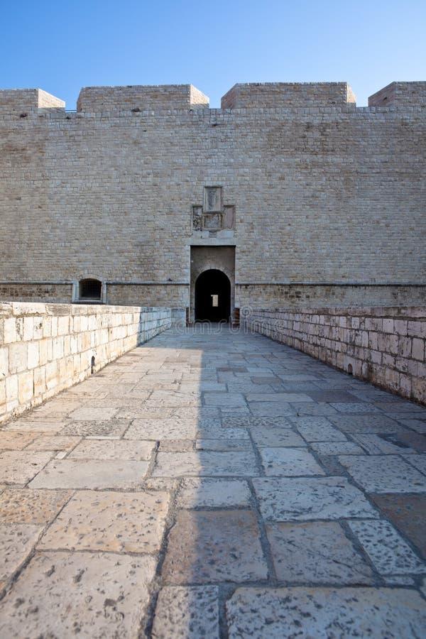Entrée au château de Barletta photographie stock