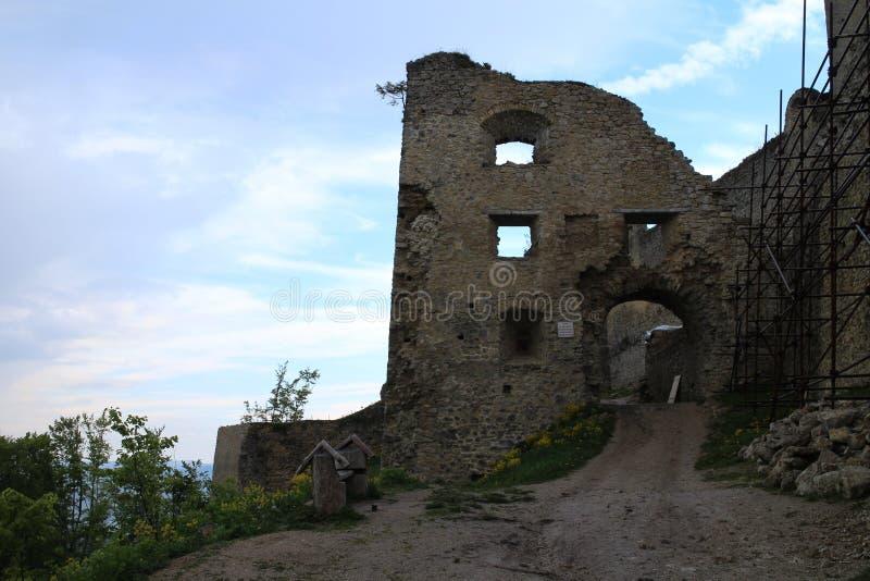 Entrée au château de Lietava, secteur de Žilina image libre de droits