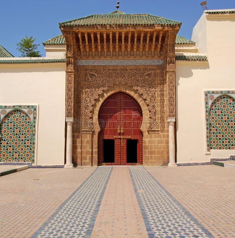 Entrée au mausolée de Moulay Ismail dans Meknes photos libres de droits