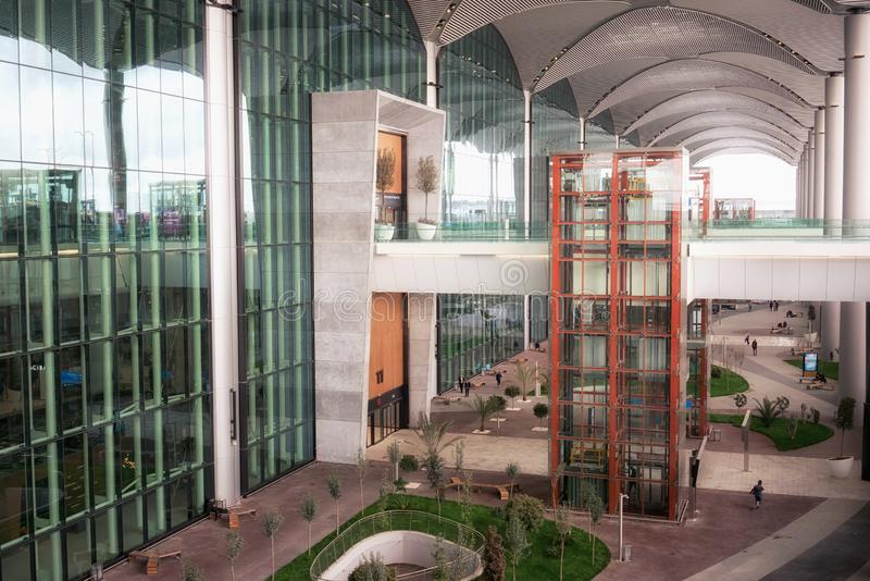 Entrée au nouvel aéroport international d'Istanbul, vue de côté image stock