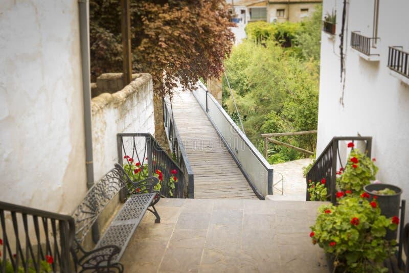 Entrée au pont qui traverse la rivière du Guadalquivir dans Mogon, Jaen, Espagne image libre de droits