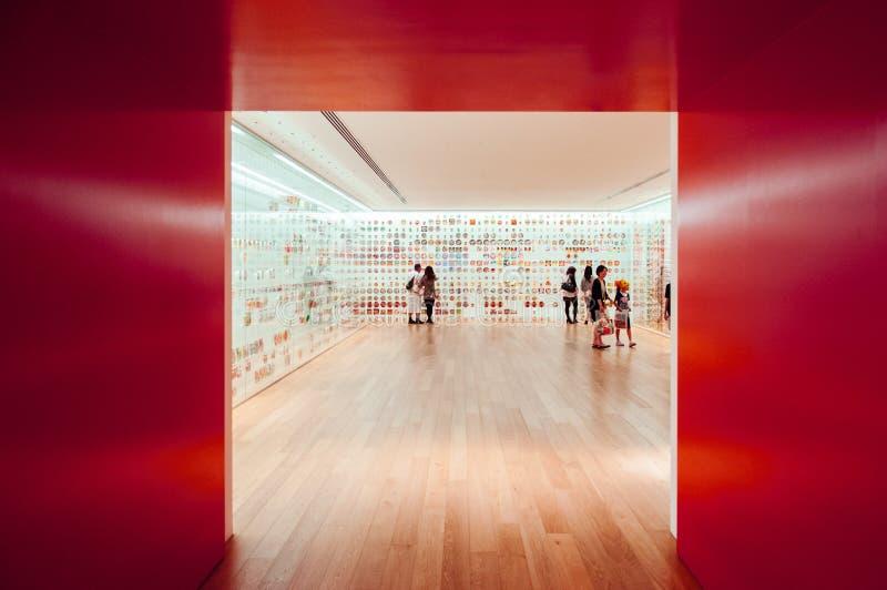 Entrée conçue moderne de pièce d'exposition de musée de nouilles de tasse à Yokohama images stock