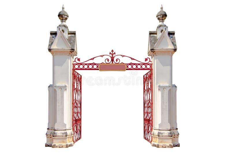 Entrée d'un temple avec une porte en fer forgé ouverte, d'isolement dessus photo stock