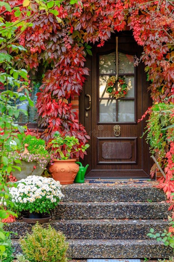 Entrée dans l'automne photographie stock libre de droits