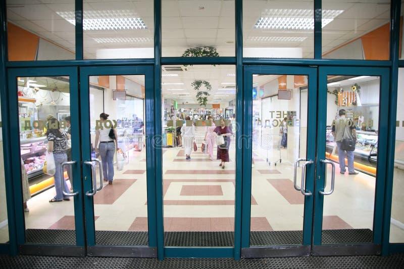 Entrée dans le supermarché photo libre de droits
