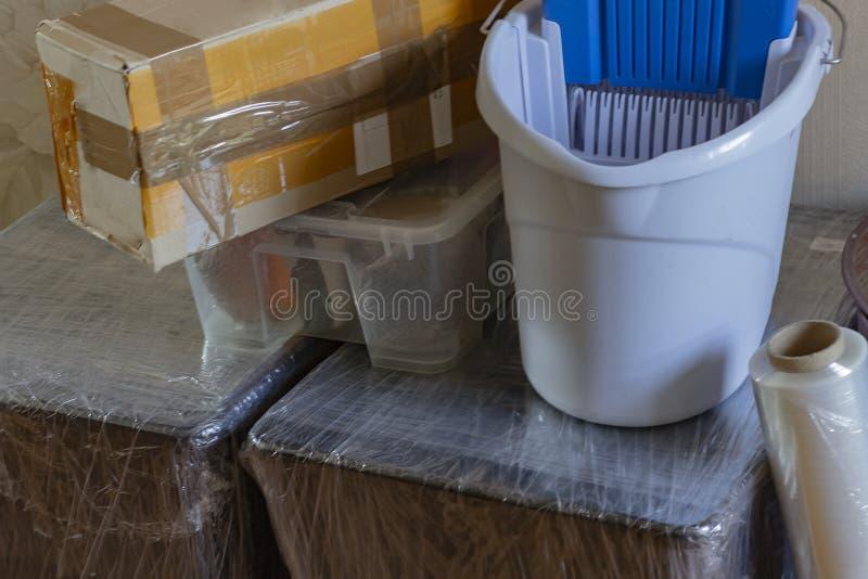 Entrée dans une nouvelle maison Emballage ordonné images stock