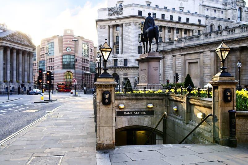 Entrée de gare de côté à Londres photographie stock