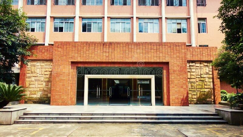 Entrée de l'immeuble de bureaux photographie stock libre de droits