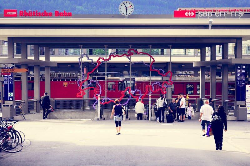 Entrée de la gare ferroviaire au temps de soirée photos libres de droits