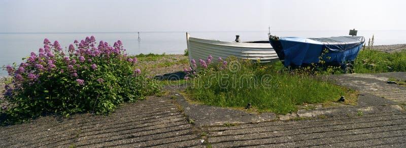 Download Entrée De La Mine Angleterre De Deux Bateaux D'aviron Photo stock - Image du fleurs, bateau: 739616