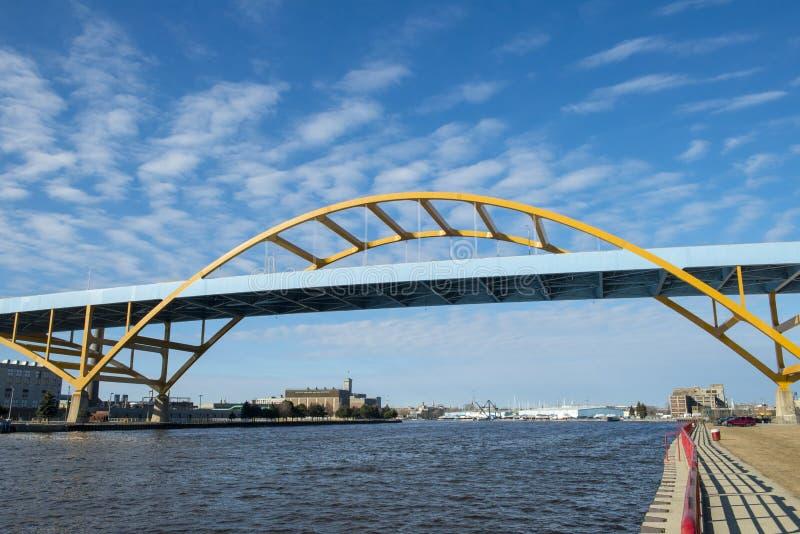 Entrée de pont de port de Milwaukee, le Wisconsin image libre de droits