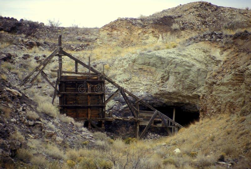 Entrée de puits de mine image stock