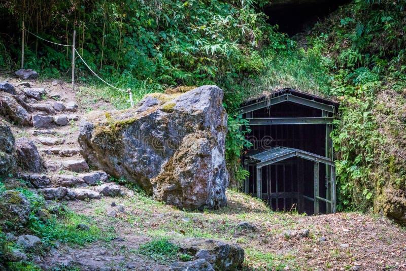Entrée de puits de mine d'Ohkubo, été photos stock