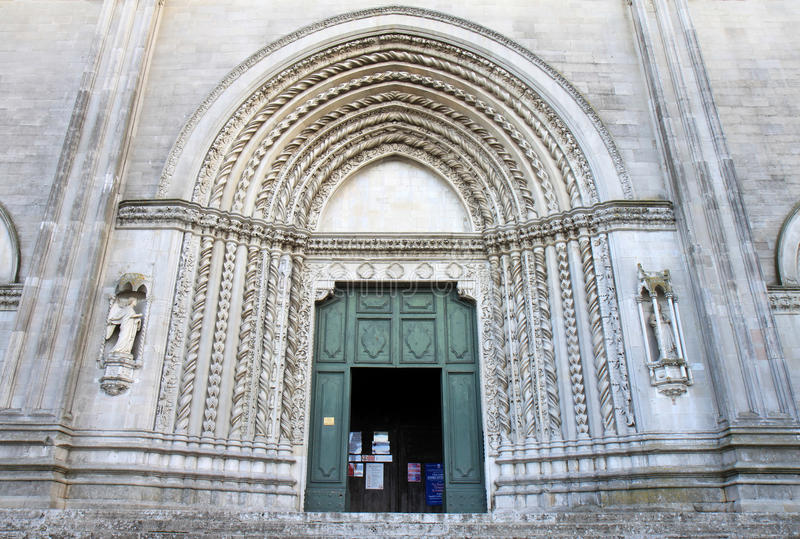 Entrée de San Fortunato dans Todi, Italie image libre de droits