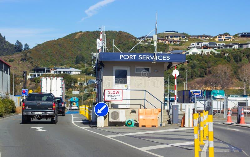 Entrée de services gauches pour embarquer le cuisinier Strait Ferry de Bluebridge photos libres de droits