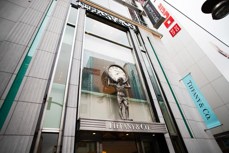 Entrée de Tiffany&Co à Tokyo, Japon image stock