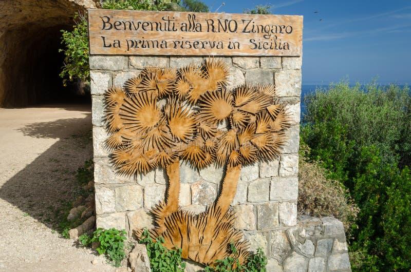 Entrée du sud au Zingaro de dello de Riserva de Zingaro de réservation naturelle en Sicile, Italie photo stock
