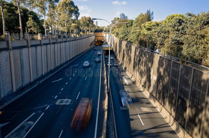 Entrée et sortie Sydney Australia de tunnel de route de ville photos stock