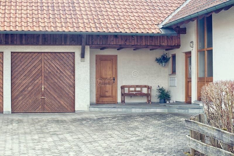 Entrée gentille d'une maison photo libre de droits