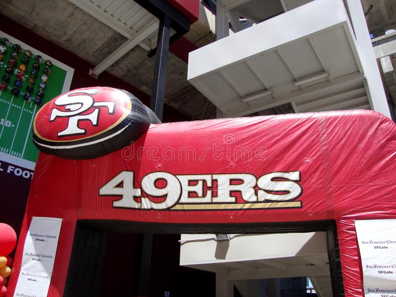 Entrée gonflable de San Francisco 49ers photos stock