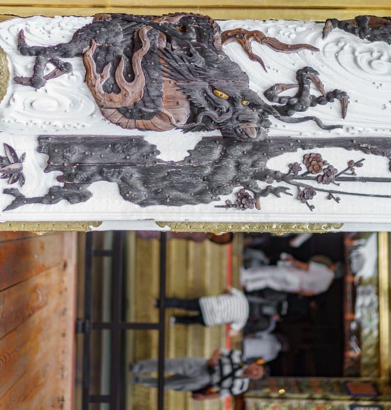 Entrée japonaise de temple avec le dragon photo libre de droits
