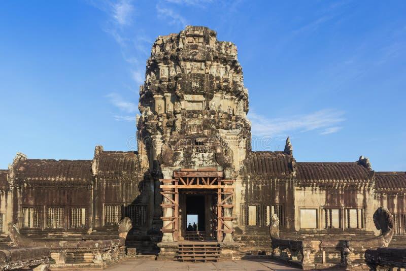 Entrée occidentale de porte au temple d'Angkor Vat chez Siem Reap, Cambodge photographie stock libre de droits