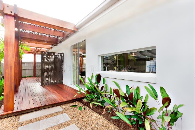 Entree exterieur maison moderne stunning decoration for Casa moderna tunisie