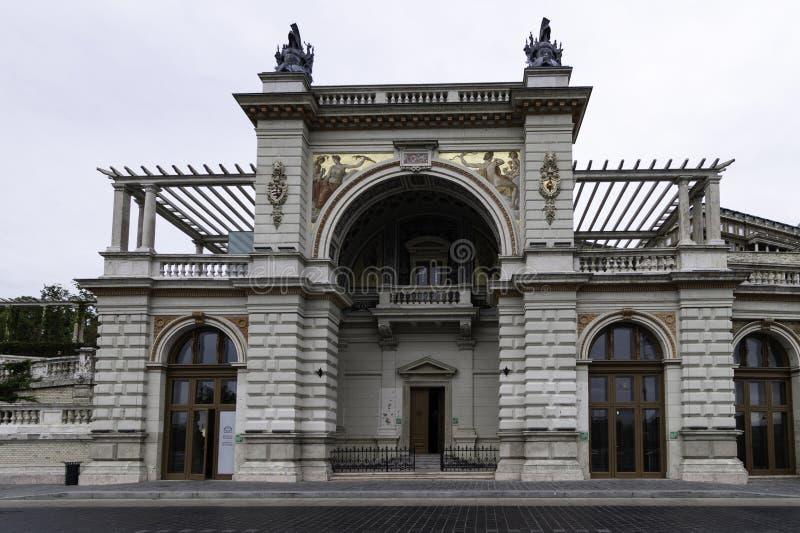 Entrée principale à la route menant au complexe de Buda Castle-Palace, Budapest, Hongrie image libre de droits