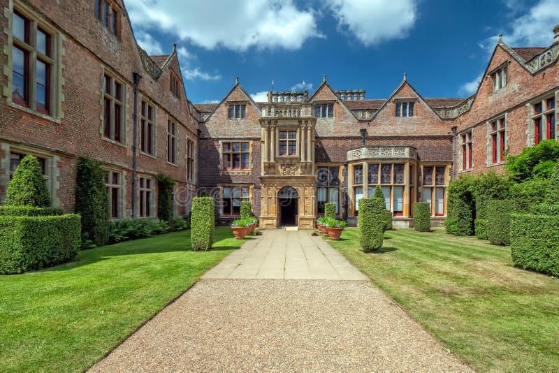 Entrée principale, Chambre de Charlecote, le Warwickshire, Angleterre photo libre de droits