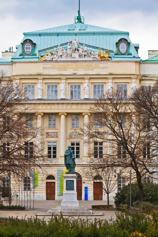 Entrée principale d'université technique de Vienne photos stock