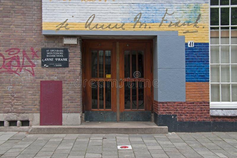 Entrée principale de la 6ème école de Montessori à Amsterdam image libre de droits