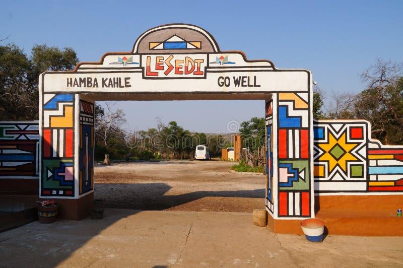 Entrée principale de village culturel de Lesedi en Afrique du Sud photos stock