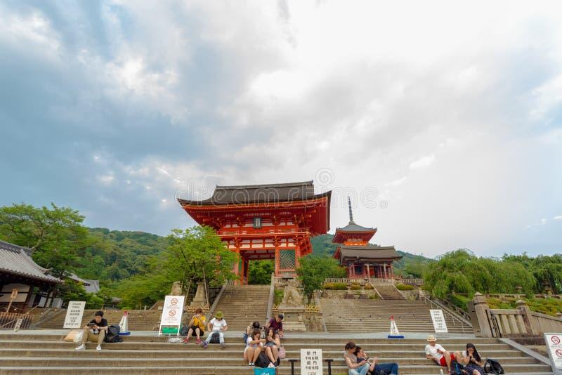 Entrée rouge de RO-lundi de porte de temple de Kiyomizudera photo stock