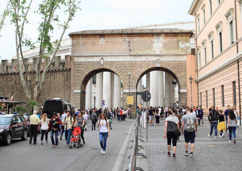 Entrée vers Ville du Vatican photographie stock libre de droits