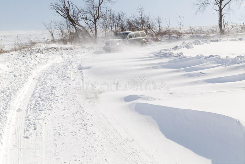 Entraînement dans la neige de dérive image libre de droits