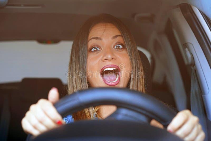 Entraînement de femme émotion Cris, effrayé photo stock