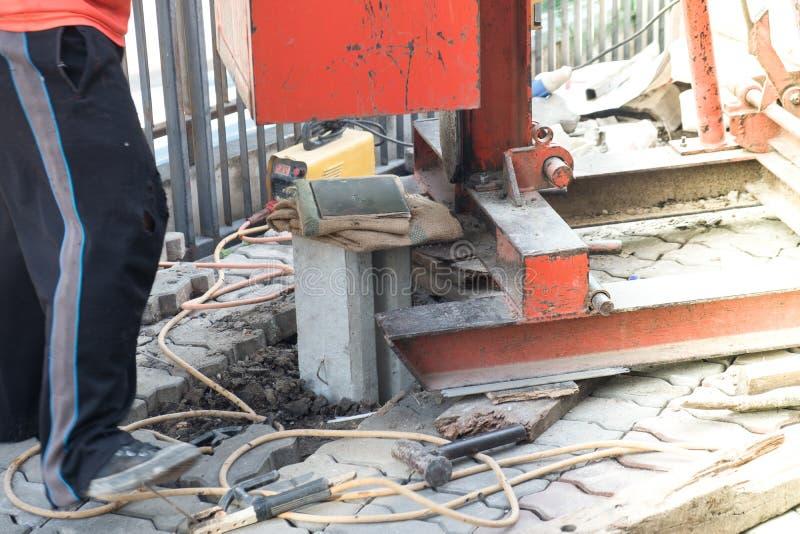 Entraînement de pile des foreuses hydrauliques Autoguidez la rénovation photos stock