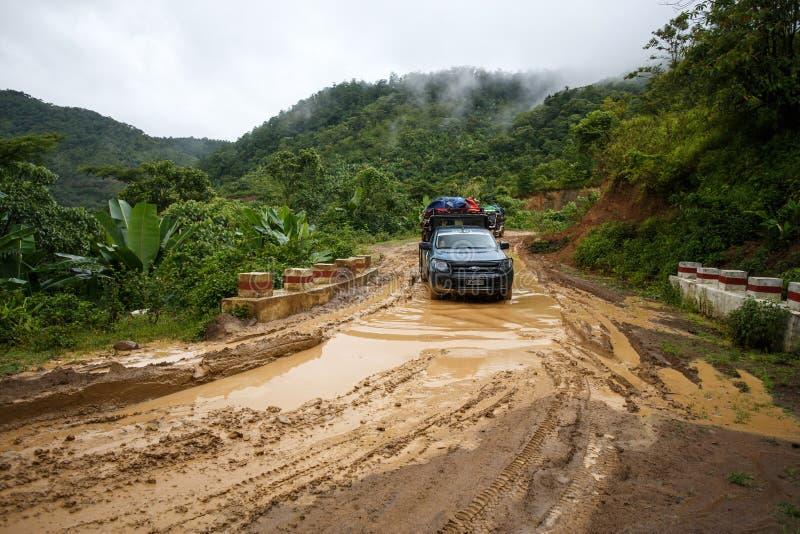 Download Entraînement Extrême Par Chin State, Myanmar Photo stock éditorial - Image du omnibus, nuageux: 56476103