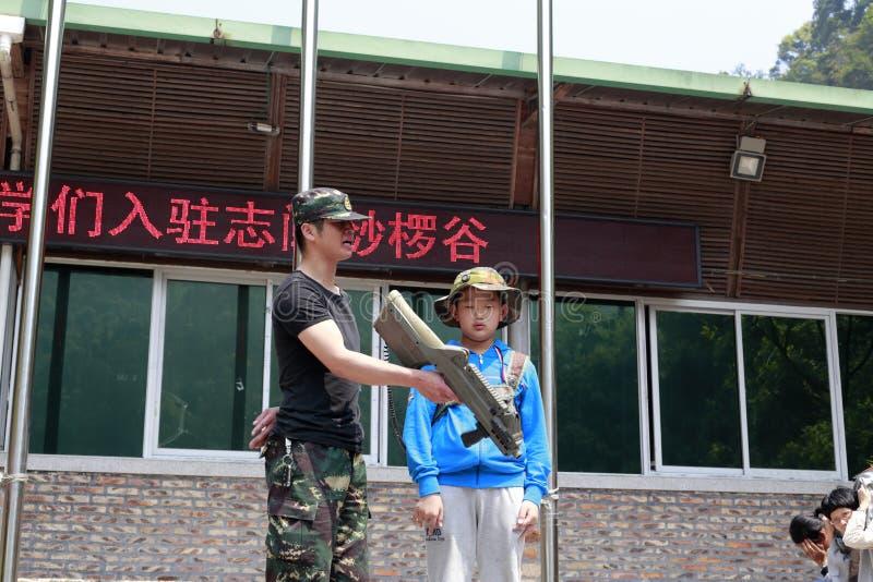 Entraînement militaire d'enfant photo libre de droits
