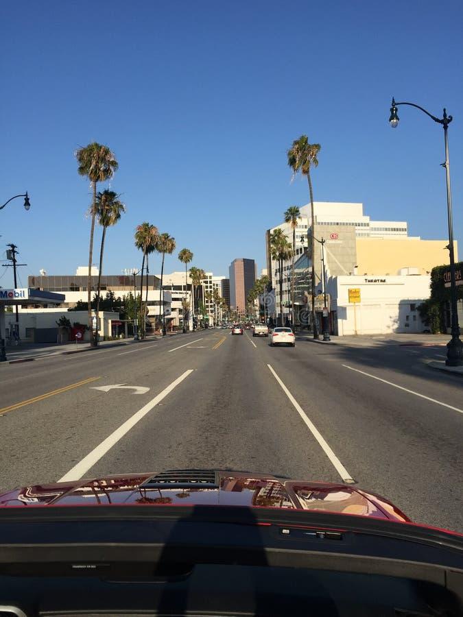 Entraînement par Los Angeles dans un convertible images stock