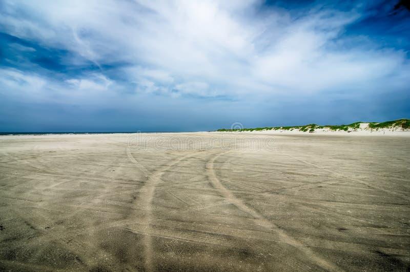 Entraînement sur la plage sablonneuse aux banques externes la Caroline du Nord photographie stock libre de droits