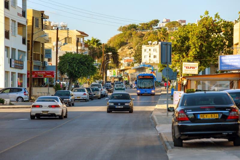 Entraîner une réduction de voitures la rue photo libre de droits