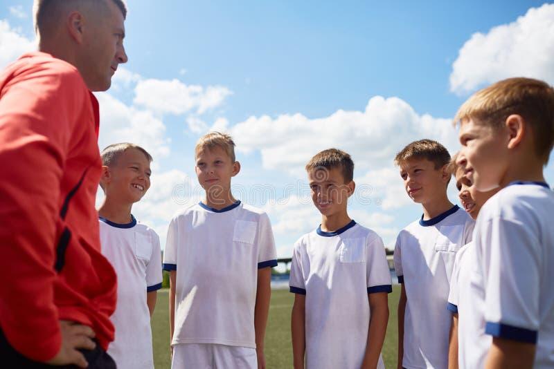 Entraîneur Motivating Football Team image stock