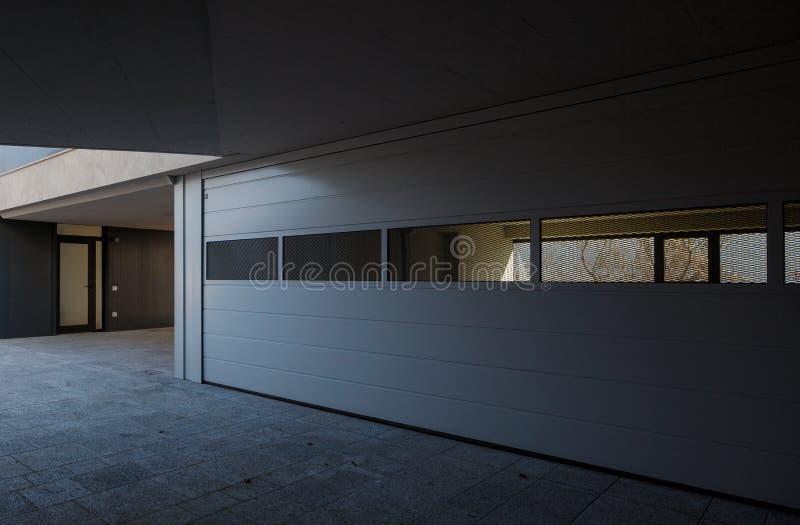 Entrace nowożytny dom zdjęcie royalty free
